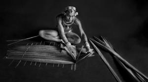 homem da tribo Metawai - Ilha de Sumatra - Amazonas Images (divulgação) Sebastião Salgado